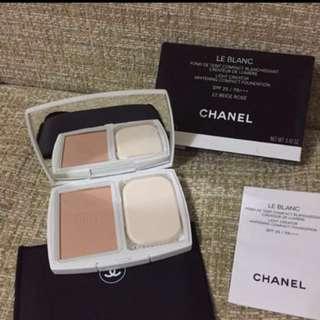 Chanel le Blanc compact powder