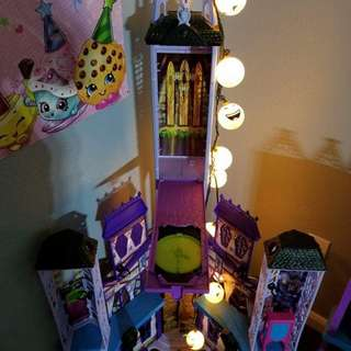 Monster high doll house and accessories