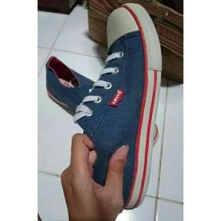 Sepatu Levis Blue Red