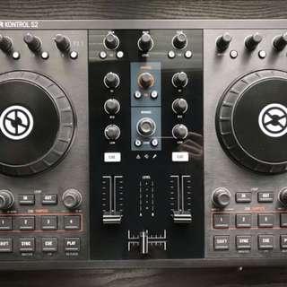 Traktor S2 DJ Controller