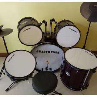 Acoustic drum set with rubber practice pads and seat