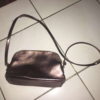 rose gold slingbag