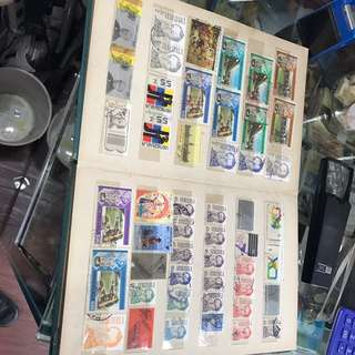 大陸、香港等地郵票,約260枚,連本帶冊共售: