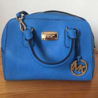 MK天空藍側背包包