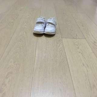 Dr Kong 返學白鞋