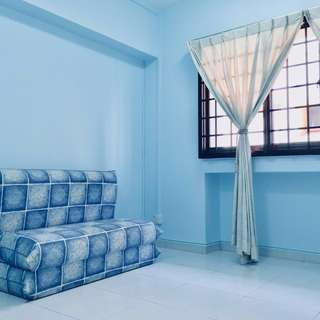 Room rental at Ang Mo Kio Ave 4; executive apartment. Looking for female tenant. Spacious bedroom, 1 year lease asking for $700/mth