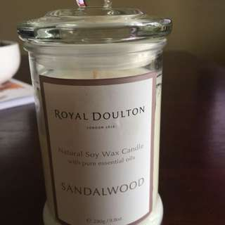 Royal Doulton Sandalwood Scented Candle