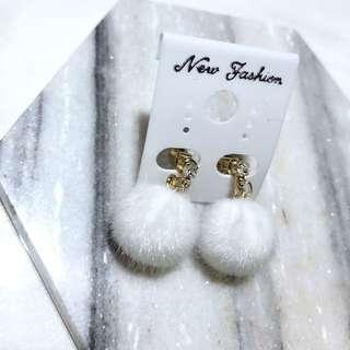 正韓夾式毛球耳環