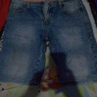 celana pendek bahan jeans