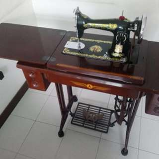 Very good condition - Antique Sewing Machine