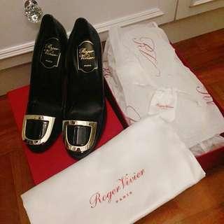全新♥️Roger Vivier high heels