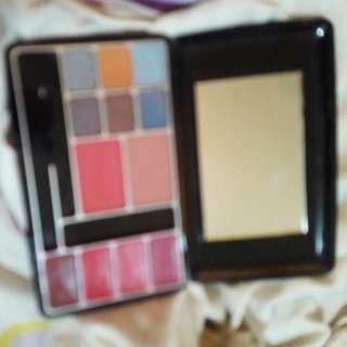 Eb makeup set