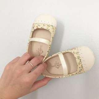 Lovely Lace baby girl shoe