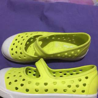 Old Navy girls shoes size 11