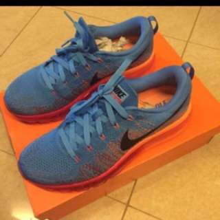 Nike Aimax Flyknit Authentic