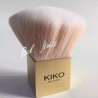 Kiko 粉紅蓬鬆蜜粉刷