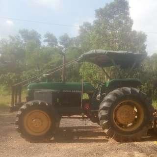 Traktor jihn deere