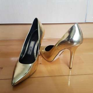 Boutique 9 gold high heels