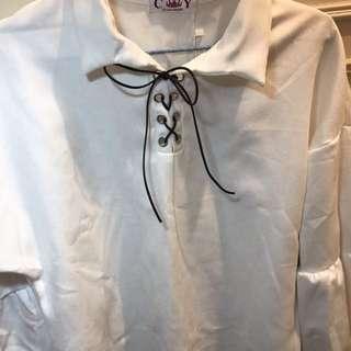 全身白色上衣