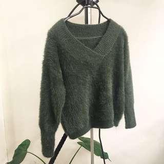 光澤感墨綠毛衣