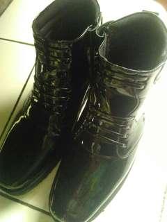 Sepatu booth PDH