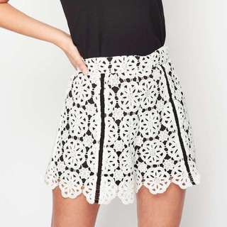 Miss Selfridge Lace Monochrome Shorts 黑色 短褲