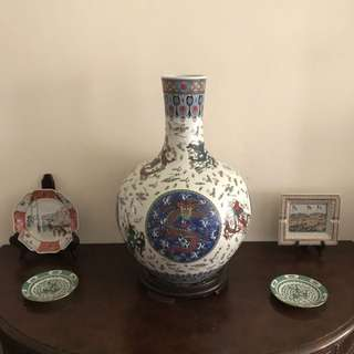 Lot Of five Porcelain vases