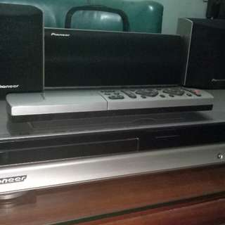 Pioneer Dvd player with speakers