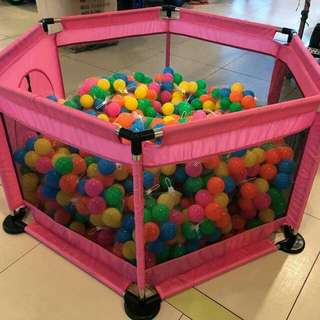 Play pen w/ balls 2in 1 can be play tent