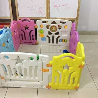 Safety baby play yard gate