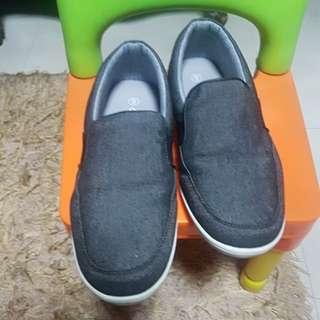 Used Airwalk Black Gray Shoes
