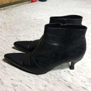 黑色低跟短靴
