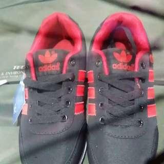 【adidas】紅色布鞋~♡