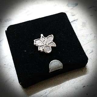 花襟針 Flower Pin