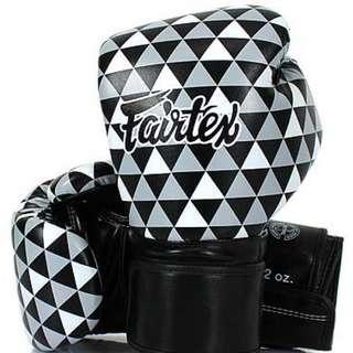 BNIB fairtex boxing glove 10oz