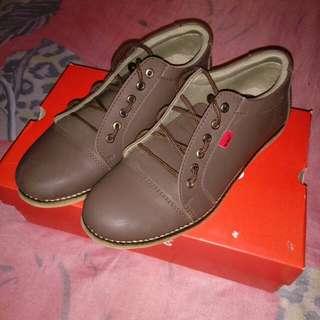 Sepatu gaul