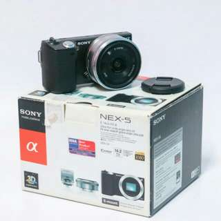 Sony Nex 5 with Sony E 16mm F2.8