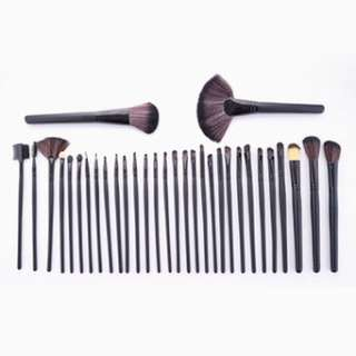 Pre-order! (2) stocks of 32 pieces – Professional Make up Brushes