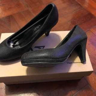 黑色細紋高跟鞋