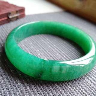 57圈口57.0*13.9*6.8mm特惠,冰糯種豆陽綠寬邊手鐲,料子細膩,顏色好,完美無紋裂,編號7397