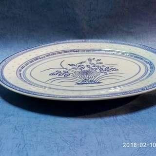 12吋 青花米通,蘭心魚碟一隻。