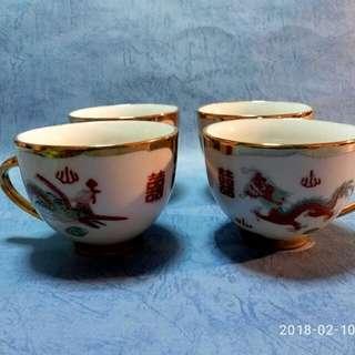 那些年,金地紅雙喜,龍鳳執耳茶杯四隻。