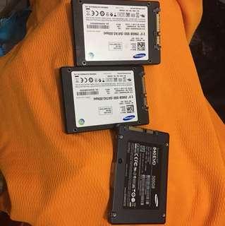 SSD SAMSUNG : 256 GB two piece , 500 GB one piece