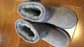 UGG kid size8-9  (new)