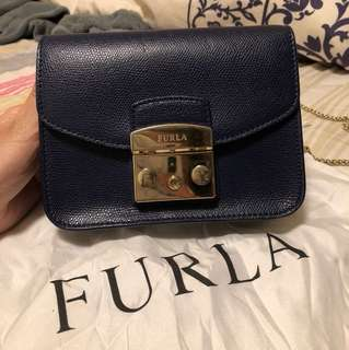 100 %authentic furla navy bag(used around 5 times only)