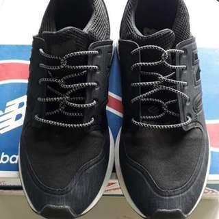 Sneaker NB biru dongker
