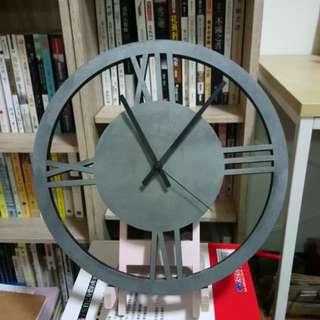 灰色系塑鋼時鐘