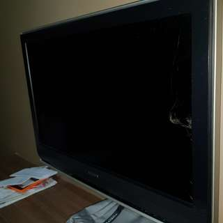 Screen cracked. 32 inches Sony tv. KLV32S200A