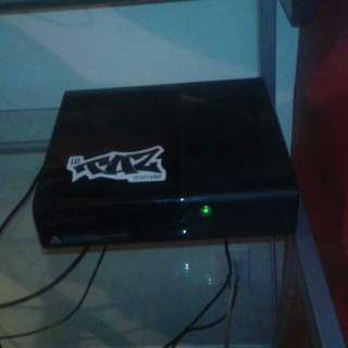 Xbox 360 500g with customized controller and 2 games