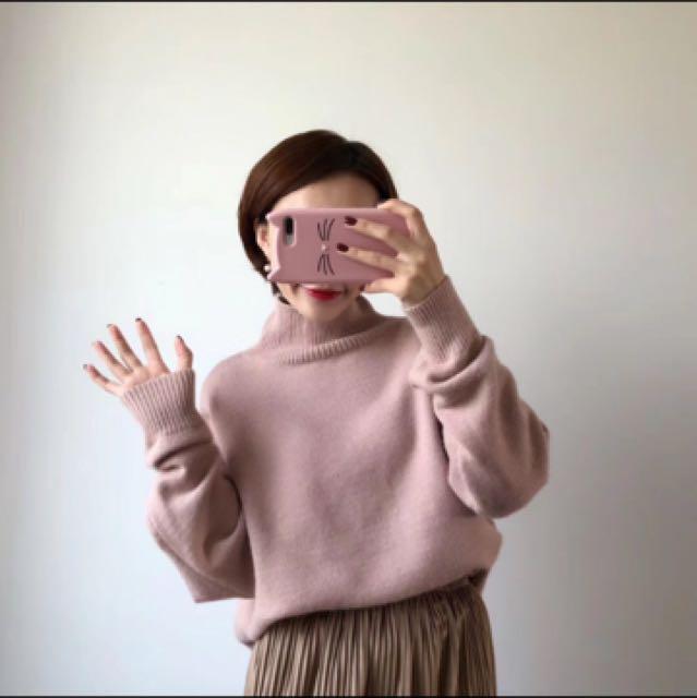 小高領針織側開岔上衣粉嫩奶茶色